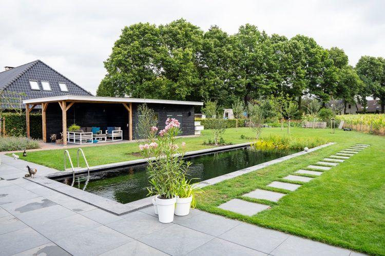 Landelijke tuin met zwemvijver en overkapping in Diepenveen