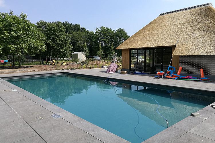 vos tuinvisie landelijke tuin met zwembad