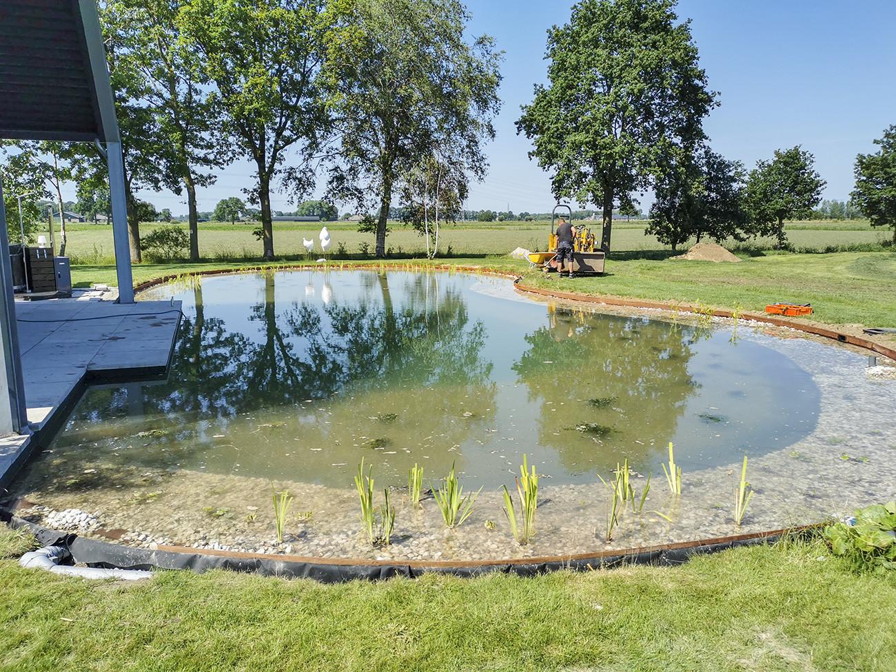 Zwemvijver aanleggen in Nijbroek door Vos Tuinvisie